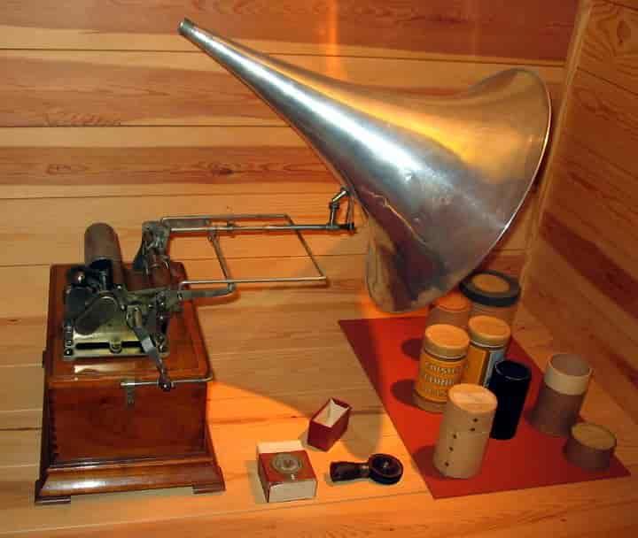 Edison phonograph; taken at Vendsyssel historiske Museum (Hjørring, Denmark) in 2004 by Tomasz Sienicki.